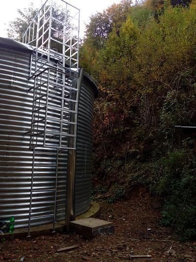 Резервуар для питьевой воды, Закарпатская область вид сбоку